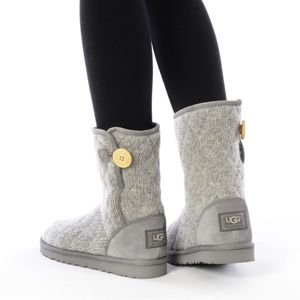 UGG Mountain Quilted Short, Size 6